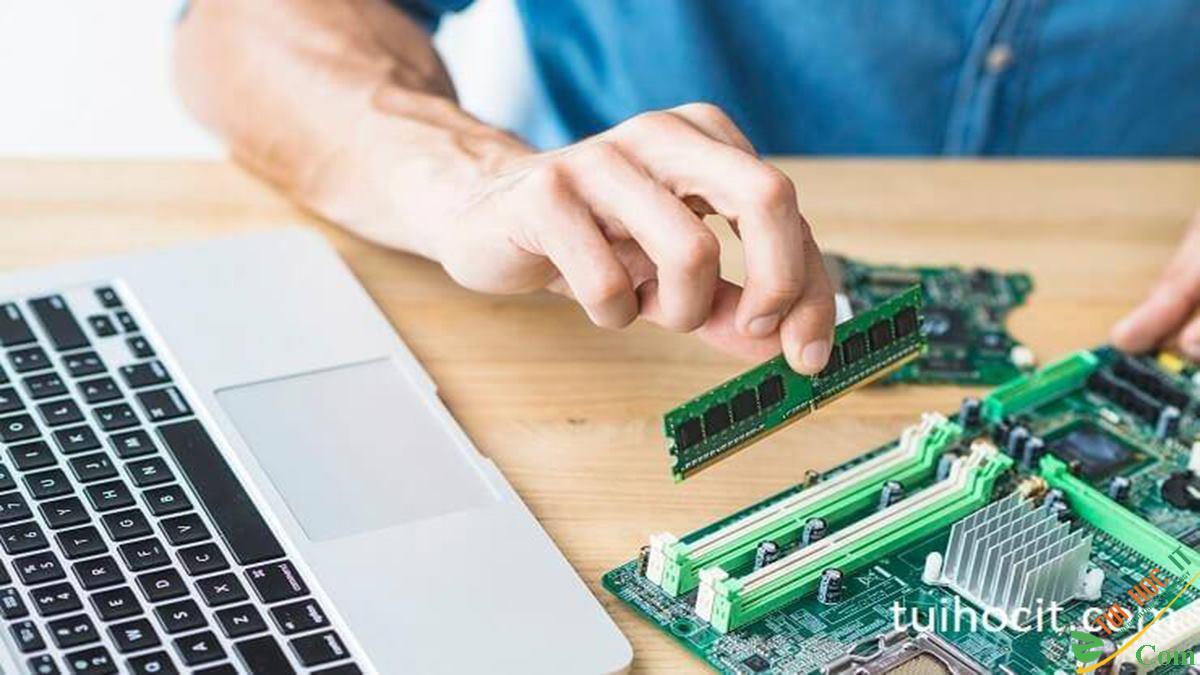 Cách nâng cấp RAM máy tính cho người mù công nghệ 1